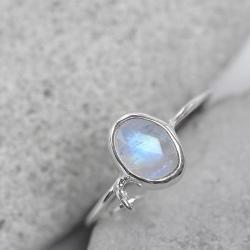 ksieżycowy,delikatny,literka,srebrny - Pierścionki - Biżuteria