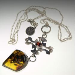 srebrny wisior z bursztynem, - Wisiory - Biżuteria