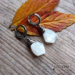 białe,minimalistyczne,z kamieniami,asymetryczne - Kolczyki - Biżuteria