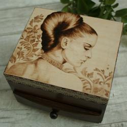 dama,kobieta,pirografia, - Pudełka - Wyposażenie wnętrz