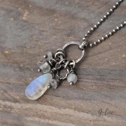 delikatny subtelny wisiorek z białym kamieniem - Wisiory - Biżuteria