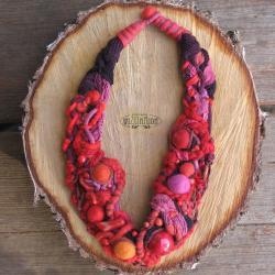 naszyjnik,czerwony,filc,wełna,koral,unikat,kulki - Naszyjniki - Biżuteria