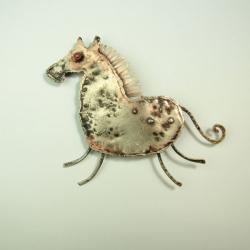 broszka,koń,metaloplastyka,czerwone oko - Broszki - Biżuteria