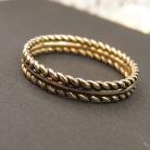 Pierścionki ręcznie robiona złota obrączka z motywem ozdobnym