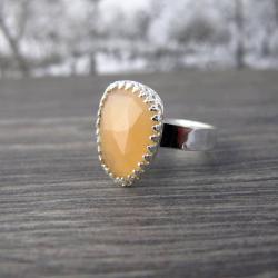 kamień księżycowy brzoskwiniowy pierścionek - Pierścionki - Biżuteria