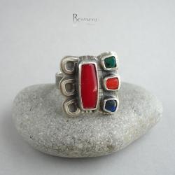 pierścien etniczny,koral czerwony - Pierścionki - Biżuteria