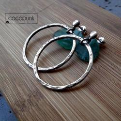 koła,sztyfty,srebrne,modne,młotkowane - Kolczyki - Biżuteria