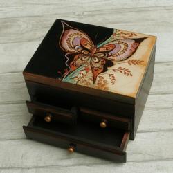 motyl,pirografia,kolory - Pudełka - Wyposażenie wnętrz