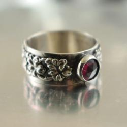 pierścionek,obrączka,granat,kwiaty,romantyczny - Pierścionki - Biżuteria