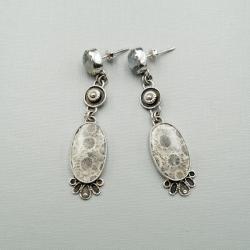 srebrne kolczyki na sztyftach z fossilem - Kolczyki - Biżuteria