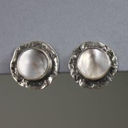 srebrne klipsy z masy perłowej - Klipsy - Biżuteria