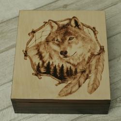 wilk,łapacz snów,pirografia - Pudełka - Wyposażenie wnętrz