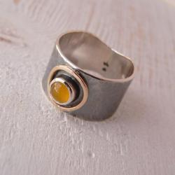 obrączka z bursztynem,srebro i złoto - Pierścionki - Biżuteria