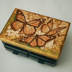 motyl,pirografia - Pudełka - Wyposażenie wnętrz