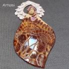Ceramika i szkło anioł ceramiczny,bursztynowy rzeżbiony,koronka