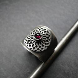 srebro,granat,oksydowany,koronka - Pierścionki - Biżuteria