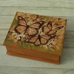 motyle,pirografia,wypalanie - Pudełka - Wyposażenie wnętrz
