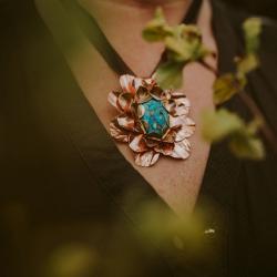 Rękodzieło,unikatowy wisiorek w postaci kwiatu - Wisiory - Biżuteria