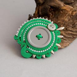 sutaszowa broszka,broszka z guzikiem - Broszki - Biżuteria