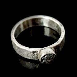 diament,surowy,srebrny,blask,szarości,skóra,retro - Pierścionki - Biżuteria
