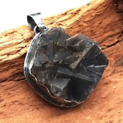 Okazały,masywny wisior z unikalnym fluorytem - Wisiory - Biżuteria