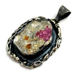 rubin,biały,kryształy,srebrnt,blask,szarości,styl - Wisiory - Biżuteria