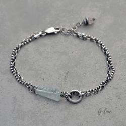 Delikatna surowa bransoletka z akwamarynem - Bransoletki - Biżuteria