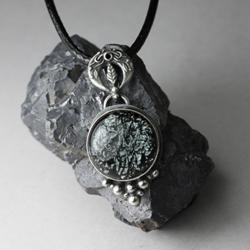księżyc,lunula,szkło dichroiczne,czarny,noc - Wisiory - Biżuteria