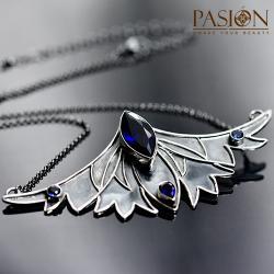 krótki srebrny naszyjnik,skrzydła,granatowy - Naszyjniki - Biżuteria