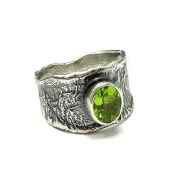 oliwin,blask,kryształ,surowy,unikat,peridot - Pierścionki - Biżuteria