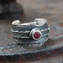 srebrny pierścionek z granatem - Pierścionki - Biżuteria