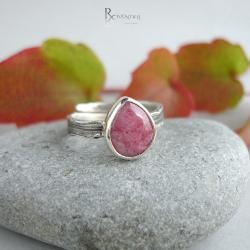 różowe oczko,pierścionek z rodonitem - Pierścionki - Biżuteria