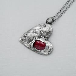 srebrne serce z czerwienią - Wisiory - Biżuteria