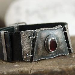skórzana bransoleta z granatem - Bransoletki - Biżuteria