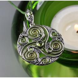 triskel,triskelion,listki dębu,słoneczna zieleń - Wisiory - Biżuteria