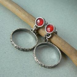 z granatem,koła,srebro surowe - Kolczyki - Biżuteria