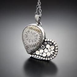 serce,wisior,z kwiatami,z koralem fossil - Naszyjniki - Biżuteria
