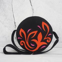 torebka okrągła,torebka czarna,aplikacja - Na ramię - Torebki