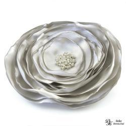 broszka,satyna,kwiat,srebrna,kwiatowa,szyta - Broszki - Biżuteria