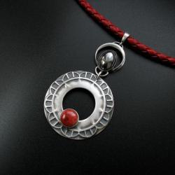wisior,biżuteria artystyczna,z koralem,handmade - Wisiory - Biżuteria