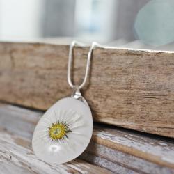 biały wisiorek z żywicy,kwiat,srebro 925 - Naszyjniki - Biżuteria