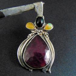 wisior srebrny z opalami i rubinem - Wisiory - Biżuteria