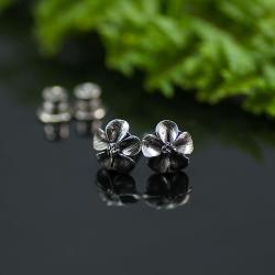 malutkie sztyfty,srebrne sztyfty,motyw kwiatka - Kolczyki - Biżuteria