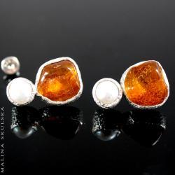 bursztyn,perła,sztyfty,młotkowane,oryginalne - Kolczyki - Biżuteria