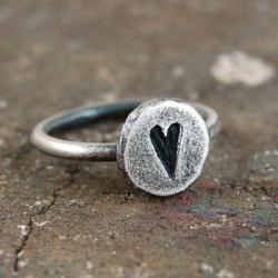 srebrny pierścionek z sercem - Pierścionki - Biżuteria