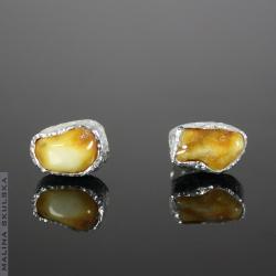 bursztyn,surowe,sztyfty.faktura,małę - Kolczyki - Biżuteria