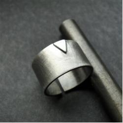 srebro,trójkąt,obrączka,oksydowane - Pierścionki - Biżuteria