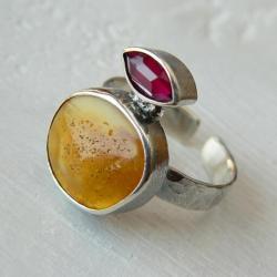 z bursztynem,fasetowany granat,srebro kute - Pierścionki - Biżuteria