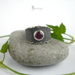 obrączka z rubinem,srebrna obrączka - Pierścionki - Biżuteria