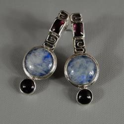 kolczyki z kamieniem księzycowym i granatami - Kolczyki - Biżuteria